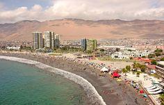 https://flic.kr/p/7P3aP7 | Iquique. Playa Cavancha. Chile. | Día de verano con algunas nubes en los cerros de Iquique. Febrero, 2010.
