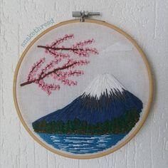"3 Me gusta, 1 comentarios - Nath (@snakethread) en Instagram: ""First work #embroidery #hoopart #dmc #threadwork #bordado #handembroidery #cherryblossom #stitched…"""
