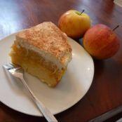 Kleiner Apfel-Pudding-Kuchen - Schritt 3 Bright Kitchens, Functional Kitchen, Kitchen Cupboards, French Toast, Cheese, Breakfast, Desserts, Food, Small Cake