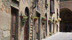 Valahol Toscanaban.