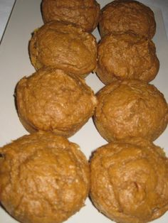 Weight Watchers Pumpkin Muffins - Use Betty's Recipe with Carrots Weight Watchers Muffins, Weight Watchers Meals, Weight Watchers Pumpkin Bread Recipe, Weight Watcher Cookies, Weight Watchers Points Plus, Weigh Watchers, Low Calorie Recipes, Ww Recipes, Health Recipes
