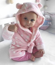 This baby looks like a little girl that I know hmmmm Cute Little Baby, Baby Kind, Little Babies, Precious Children, Beautiful Children, Beautiful Babies, Cute Baby Pictures, Baby Photos, Cute Baby Wallpaper