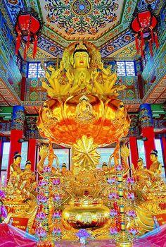 A DI DA PHAT QUAN THE AM BO TAT DAI THE CHI BO TAT GUANYIN KWANYIN BUDDHA 1634 | Flickr - Photo Sharing! Middle Eastern Art, Golden Buddha, Chinese Mythology, Gautama Buddha, Religious Books, Religious Architecture, Mandala Drawing, Guanyin, Buddhist Art