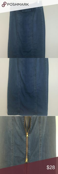 NEW YORK AND COMPANY..PENCIL JEAN SKIRT NEW YORK AND COMPANY..PENCIL JEAN SKIRT..full to way zip back closure.. flat front with line details on front.. stretchy New York & Company Skirts Pencil