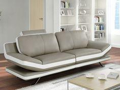 Vous allez adorer le design ultra-contemporain du canapé en cuir LATIKA souligné par ses pieds en métal chromé et ses bandes blanches élégantes! Moderne mais aussi très confortable, il dispose de têtières multipositions qui vous garantissent d'agréables moments de détente en famille ou entre amis.