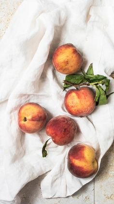 note: This is the second recipe in our summer series by guest editor Alison Delaney-Engstrom, creator of Rose & Ivy Journal. Don't miss her broccoli rabe & ricotta flatbreads here! Take it away, Alison - I know that summer is in full gear. Peach Aesthetic, Summer Aesthetic, Aesthetic Food, Fruit Photography, Still Life Photography, Peach Turnovers, Spiced Peaches, Turnover Recipes, Picnic Date