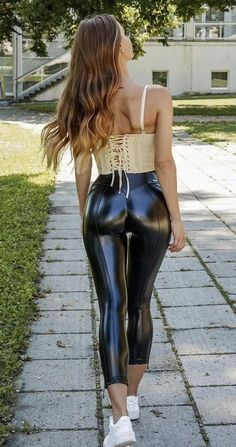 Leather Trousers Outfit, Faux Leather Pants, Shiny Leggings, Leggings Are Not Pants, Spandex Girls, Mode Latex, Vinyl Dress, Latex Fashion, Hot Outfits