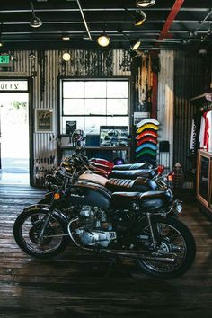 Caferacer motorcycle garage builds some of the most unique custom caferacer bikes. Shop the motorcycle gear. Moto Custom, Bobber Custom, Custom Bikes, Scrambler Custom, Motorcycle Workshop, Cafe Racer Motorcycle, Motorcycle Garage, Motorbike Store, Motorbike Cake