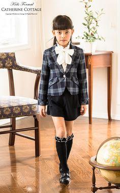 School Girl Japan, Schoolgirl Style, Girls World, Historical Pictures, School Uniform, Japanese Girl, Kids Shirts, Tween, Preppy