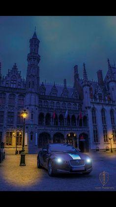 Jaguar in the night in Brugge.