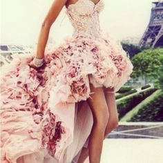 i must own this. and then i must find an occassion that one can wear a frilly champagne gown, that isnt the prom...