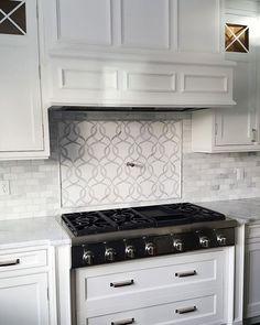 Home Decor Kitchen, Kitchen Interior, Home Kitchens, Kitchen Ideas, Kitchen Stove, New Kitchen, Kitchen Hoods, Kitchen Cupboards, Kitchen Living