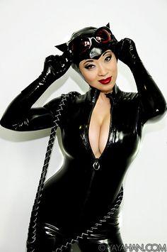 ✧♡ #CostumeIdeas ♡✧ yaya-han-cosplay-catwoman-adam-hughes-dc-detective-comics-2…