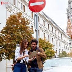 Shah Rukh Khan and Anushka Sharma are still searching for the missing ring in this new still from Jab Harry Met Sejal #FansnStars