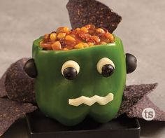 Chips Salsa Monster Recipe│Green pepper with string cheese and olives to create a silly monster face. Stuffed with salsa and serve with chips! Halloween Snacks, Creepy Halloween Food, Holidays Halloween, Halloween Fun, Halloween Decorations, Creepy Food, Halloween Makeup, Halloween Costumes, Holiday Treats