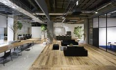 Multi-levelled surfaces of concrete, wood and white gravel define the different working areas within this open-plan Tokyo office by Torafu Architects Open Space Office, Bureau Open Space, Industrial Office Space, Office Space Design, Modern Office Design, Office Interior Design, Office Interiors, Office Designs, Industrial Loft