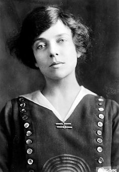 """24 Beautiful Vintage Portrait Photos of a Young Alice Roosevelt Longworth, Also Known as """"Princess Alice"""" and """"The Other Washington Monument"""" Alice Roosevelt, Roosevelt Family, Theodore Roosevelt, Chelsea Clinton, Princess Alice, Head & Shoulders, American Presidents, Women In History, Persona"""