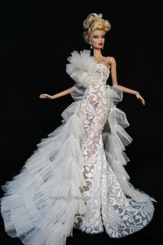 Dolls buildings, many methods from old-fashioned wood residences to really Barbie Dreamhouses. Barbie Bridal, Barbie Wedding Dress, Barbie Gowns, Barbie Dress, Barbie Clothes, Wedding Dresses, Fashion Royalty Dolls, Fashion Dolls, Dress Outfits