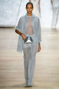Akris Spring 2020 Ready-to-Wear Fashion Show - Vogue Vogue Fashion, Fashion Week, Fashion 2020, Runway Fashion, Spring Fashion, Fashion Brands, 30s Fashion, Dress Over Pants, Jacquemus