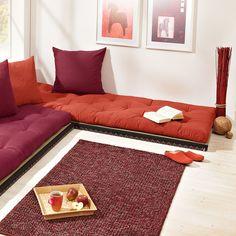 Futon Mattress on Floor with Tatami Mat / Urban Futons - Dr. Sofa Futon, Twin Futon, Futon Mattress, Bed Cushions, Palet Exterior, Home Decor Furniture, Furniture Design, Indian Seating, Floor Sitting