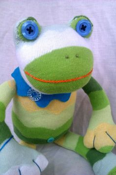 40 Brilliant DIY Sock Animals anyone can Make – Monkey Stuffed Animal Frog Crafts, Sock Crafts, Sewing Stuffed Animals, Stuffed Animal Patterns, Sock Dolls, Felt Dolls, Sock Animals, Plush Animals, Sock Monkey Pattern