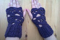 skull fingerless gloves http://www.ravelry.com/patterns/library/creepy-skulls-fingerless-gloves