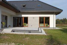 fasady domów - Szukaj w Google Bungalow Haus Design, House Design, Style At Home, Modern Traditional, Traditional House, House Architecture Styles, House Front, Loft, Home Fashion
