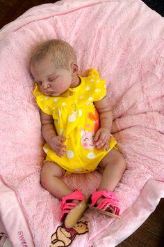 ISABELLE ~ Babies Reborn by, baby girl doll sold out Linus kit limited Legler Live Baby Dolls, Real Life Baby Dolls, Life Like Babies, Baby Girl Dolls, Cute Babies, Newborn Baby Dolls, Reborn Baby Girl, Reborn Child, Reborn Babies For Sale
