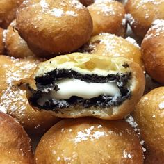 Deep-Fried Oreos Everyone's favorite indulgent fair food is quick and easy to make at home. Pancake mix creates a fluffy, golden-brown fried dough and yields a warm and melty oreo creme center! Fried Oreos Recipe, Deep Fried Oreos, Köstliche Desserts, Delicious Desserts, Yummy Food, Deep Fried Desserts, Healthy Food, Food Deserts, Healthy Recipes