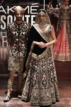 Models showcase the creation by designer Sabhyasachi Mukherjee at the Lakme Fashion Week Winter/Festive 2016 Grand Finale held in Mumbai LFW Day Sabyasachi Mukherjee Photogallery at ETimes Indian Bridal Lehenga, Indian Bridal Fashion, Indian Bridal Wear, Indian Wedding Outfits, Bridal Outfits, Indian Outfits, Bridal Dresses, Indian Wear, Asian Bridal