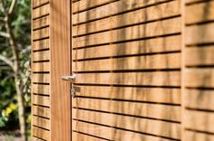 Maison de jardin moderne en bois Outdoor Structures, Wood Gardens, Modern Gardens, Shed Houses, Houses