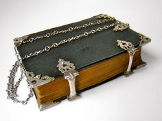 Dutch chained prayer book - Ao 1683