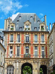 Le Marais y la Place des Vosges - El barrio cosmopolita de París #paris #travel #viajes #turismo www.viveparis.es