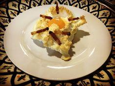 https://flic.kr/p/UEP7XV | Huevos nube. koketo | Los huevos nube son una nueva elaboración o evolución. Se trata de un merengue horneado acompañada por baicon o queso y con la yema líquida. koketo.es/huevos-nube/ @chefkoketo