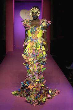 It's a butterfly dress. A chaotic butterfly dress. Dark Fashion, Modern Fashion, Fashion Art, High Fashion, Fashion Design, Style Fashion, Butterfly Fashion, Butterfly Dress, Butterfly Kisses