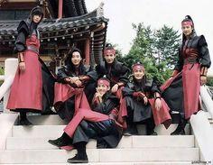 When squad is feeling themselves Park Hyung Sik Hwarang, Park Hyung Shik, Park Seo Joon, Loli Kawaii, Handsome Korean Actors, Choi Min Ho, Korean Drama Movies, Kdrama Actors, Asian Actors