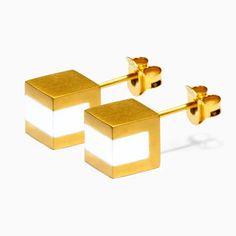 Capa 18 karat gold plated brass earrings with white agate gemstones. Size: One Size Earrings: x x / 8 mm x 8 mm x 8 mm Gemstone: x x / mm x mm x mm Laser logo engraving Nickel free gold plating Base metal is brass AAA standard gemstones Handcrafted Designer Jewelry Brands, White Agate, Bar Earrings, Agate Gemstone, Jewelry Branding, 18k Gold, Jewelry Design, Brass, Gemstones