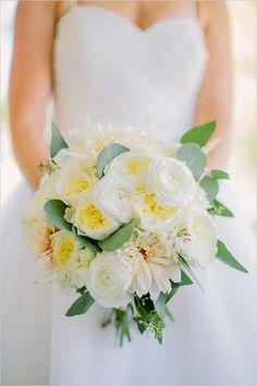 Simple and elegant bouquet. Floral Design: Noonan's Designs ---> http://www.weddingchicks.com/2014/05/28/wedding-chicks-happy-hour-6/