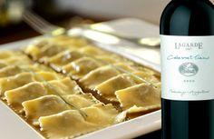 """""""A indicação é o Raviolli Doppi In Veluttata Di Manzo, criado pela chef Silvia Percussi e o vinho LAGARDE Cabernet Franc Guarda 2009. Pela intensidade dos sabores, este prato requer um tinto de boa estrutura e volume. Depois, entendo que a textura aveludada (do prato) requer um certo contraste, um vinho de boa acidez, com taninos de personalidade para limpar o palato e preparar (o comensal) para o próximo Ravioli!"""" Lamberto Percussi, da Vinheria Percussi  www.vinheriapercussi.com.br"""