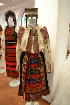 Muzeul National al Satului Dimitrie Gusti Folk Embroidery, Embroidery Patterns, Folk Costume, Costumes, Traditional Dresses, Textiles, Boho, Moldova, Clothes