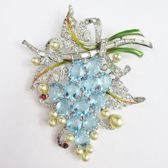 This is one of the most beautiful Pennino brooches I have ever seen. It's beautifully constructed, typical of Pennino's pieces from the 1940s. This