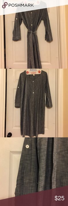Banana republic dress Chambray belted button down dress. Sleeves may be buttoned up or worn down. Great with scarf and boots in fall or sandals in spring. Very versatile Banana Republic Dresses Midi