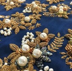 Great combination of pearls & gold. Zardozi Embroidery, Tambour Embroidery, Gold Embroidery, Hand Embroidery Designs, Embroidery Stitches, Embroidery Patterns, Lesage, Gold Work, Mode Style