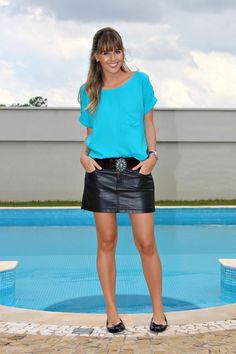 Look do dia, blog de moda, blogueira de moda de ribeirão preto, sapatilha preta arezzo, saia e cinto de couro preta, blusa azul, relógio preto swatch 4