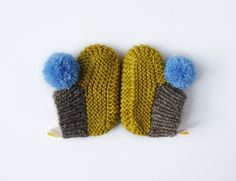 Image of pompom booties 1