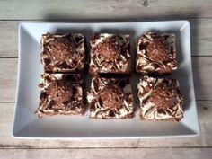 Ferrero Rocher – ciasto bez pieczenia! Trzy warstwowe, orzechowo-czekoladowe ciasto na herbatnikach, w smaku bardzo przypominające znane pralinki Ferrero Rocher. A w dodatku nie wymagające pieczenia i wybornie smaczne oraz efektownie wyglądające. Polecam! Do wykonania ciasta użyłam foremki o wymiarach 26 x 26 cm. Pomysł i inspiracja pochodzi z bloga SMAKI OGRODU, jednak wprowadziłam w … Ferrero Rocher, Blog, Blogging