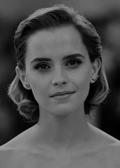 Perfect Red Lips Emma Watson Rich And Famous
