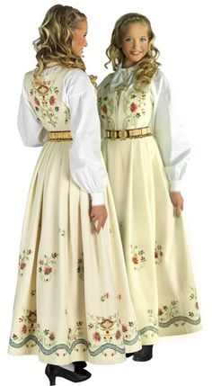 Costume (bunad) from Hedmark County Folk Costume, Costume Dress, Costumes, Traditional Fashion, Traditional Dresses, Norwegian Clothing, Beautiful Norway, Ethnic Dress, Mode Inspiration