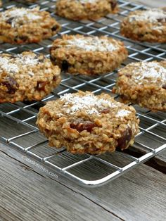 Healthy Coconut Banana Cookies are chewy, fruit-filled cookies made with no added sugar or butter. Yield : Serves: 24 cookies Ingredients : 3 overripe bananas 2 cups oats (old fashioned or quick w… Healthy Desserts, Fun Desserts, Delicious Desserts, Dessert Recipes, Breakfast Recipes, Breakfast Club, Healthy Meals, Banana Cookie Recipe, Cookie Recipes