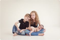 great newborn sibling pose!